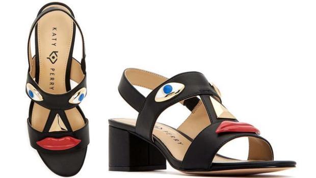 Los polémicos zapatos en su versión sandalia