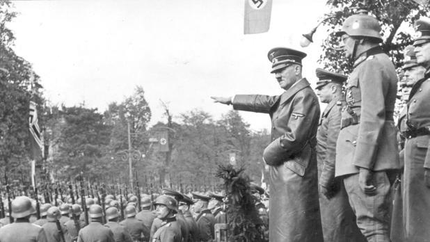 Hitler, durante una estancia en Varsovia, en 1939