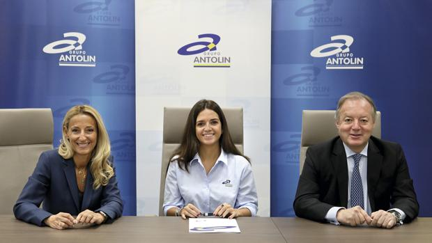 María Helena Antolin, vicepresidenta de Grupo Antolin; Cristina Gutiérrez y Ernesto Antolin, presidente del Grupo Antolin