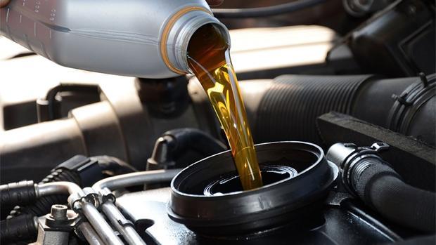 El cambio de aceite es una labor de mantenimiento imprescindible
