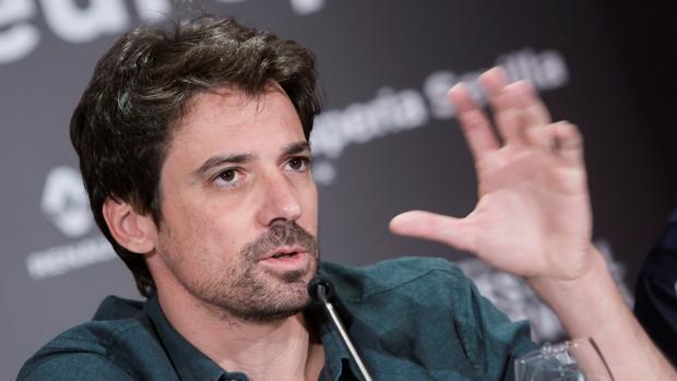 Manuel Muñoz Rivas durante la presentación