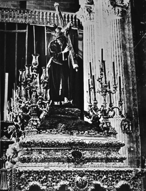 El Señor de Pasión sobre el paso del Amor en 1942