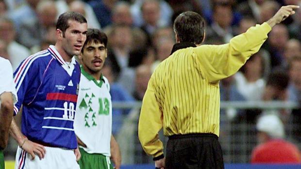 Zidane. con la camiseta de Francia, en un partido de selecciones de los que srecordará Canal Historia
