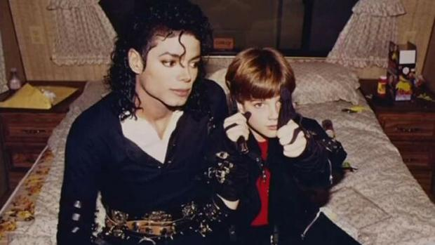 Michael Jackson, junto a James Safechuck