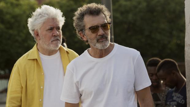 Pedro Almodóvar y Antonio Banderas en el rodaje de Dolor y gloria