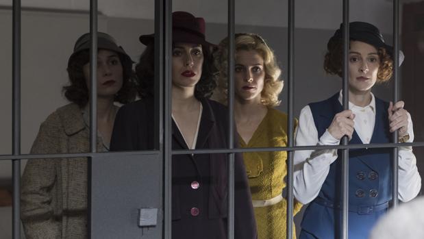 Blanca Suárez, Maggie Civantos, Nadia de Santiago y Ana Polvorosa en «Las chicas del cable»