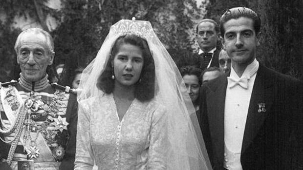 Luis Martínez de Irujo, a la derecha de la imagen, en su boda con Cayetana de Alba