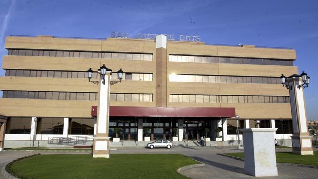 Los heridos por el incendio, dos chicos, han sido trasladados al Hospital San Juan de Dios de Bormujos