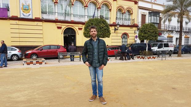 Adrián Rodríguez, en la plaza de La Corredera de Arahal