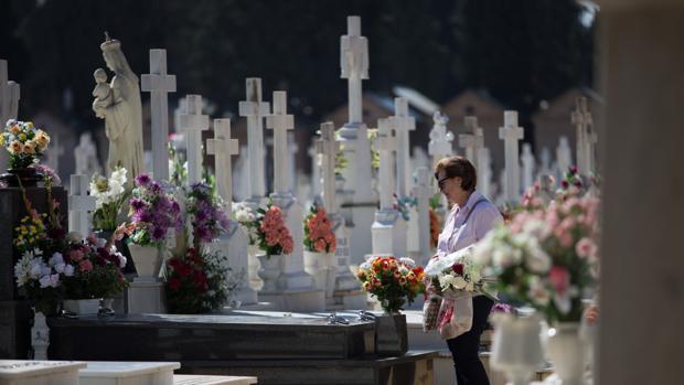 Imagen de archivo de un cementerio sevillano