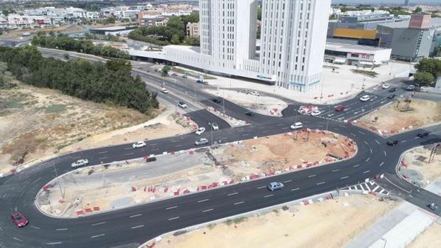 La glorieta de acceso a la Ronda Urbana Sur de Mairena del Aljarafe ya está abierta con tres carriles