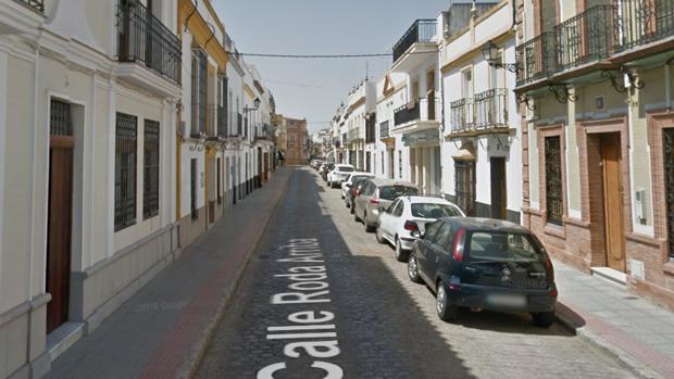 La Policía Local identifica a tres individuos tras robarle el bolso a una anciana del interior de su vivienda