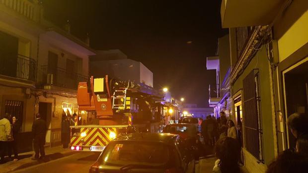 El incendio se ha producido en una vivienda de Bollullos de la Mitación