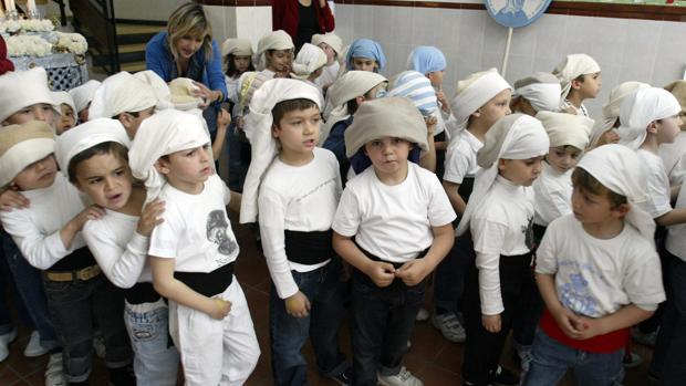 Procesión de niños en el colegio Nuestra Señora del Rosario de Sevilla, en una imagen de archivo