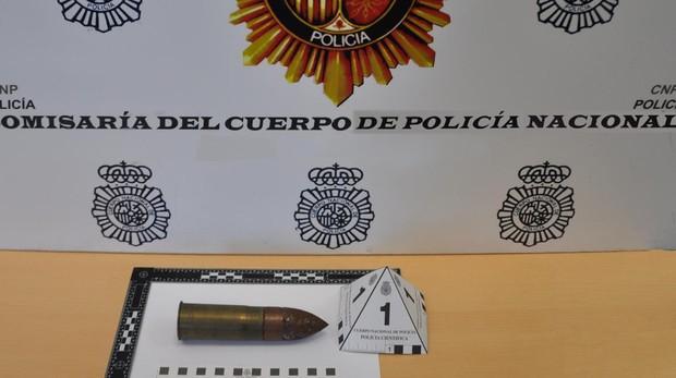Los Tedax de la Policía Nacional desactivan un proyectil de guerra en una vivienda de Dos Hermanas