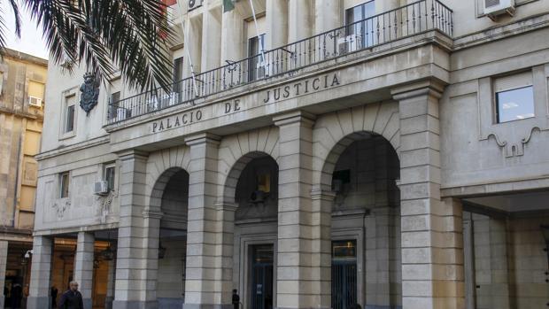 Fachada principal de la Audiencia de Sevilla