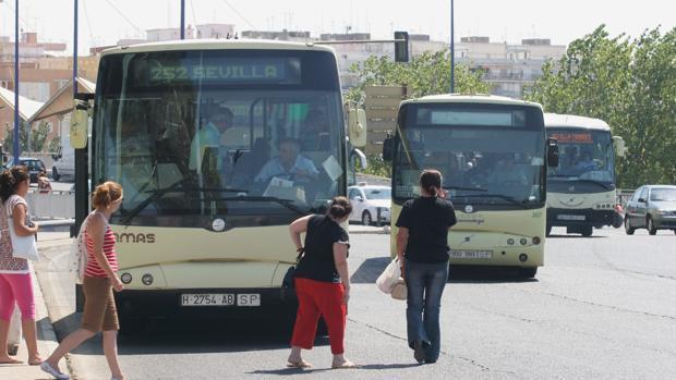 Autobuses del Consorcio de Transporte Metropolitano de Sevilla