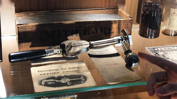 El primer vibrador femenino, del que sólo se conservan dos en todo el mundo de su diseño original, forma parte del Museo de la Salud de Herrera