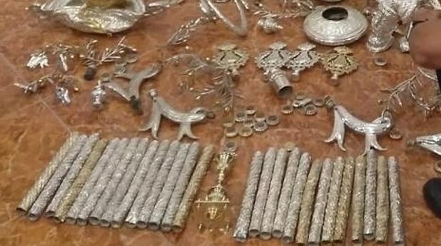 Parte de los enseres recuperados tras el robo sufrido en abril por parte de la hermandad del Rocío de Mairena