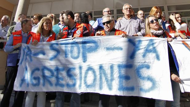 Foto de archivo de una concentración contra las agresiones a sanitarios en Sevilla
