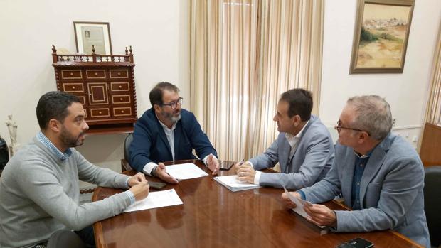 Ávila, se ha reunido con el presidente de la Asociación Cultura Clásica, Emilio Canales, organizadora del evento