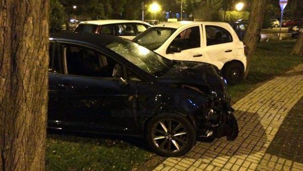 El vehículo que embistió a un padre y su hijo en Sevilla Este y que ha costado la vida al primero