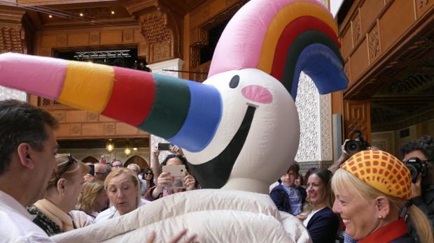 Curro, que tiene su propia canción, será el encargado de activar el Alumbrado de la Feria de Abril