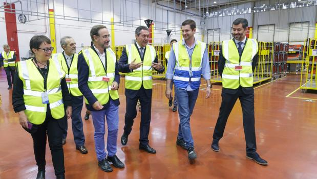 El alcalde de Sevilla visita las nuevas instalaciones de Amazon en Sevilla