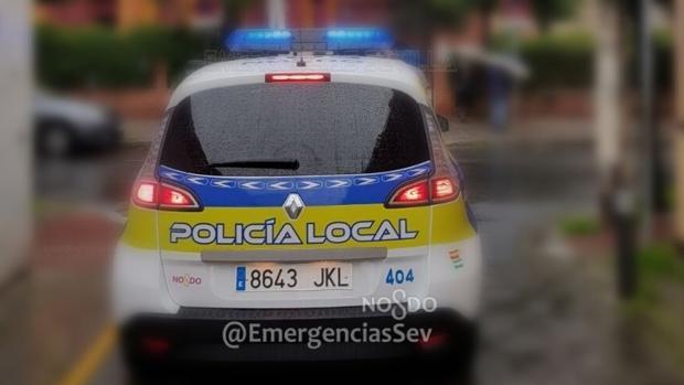 Imagen de archivo de un vehículo de la Policía Local de Sevilla