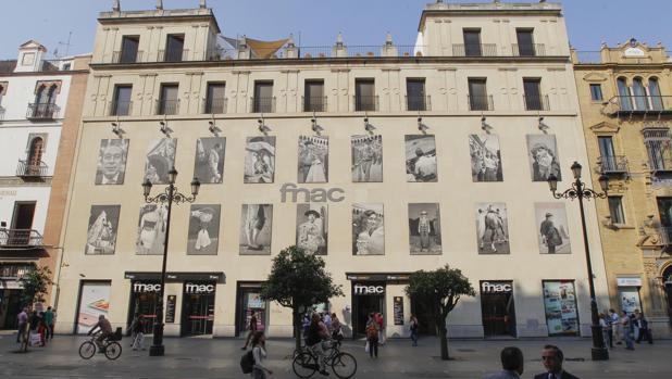 Fachada del edificio actual de Fnac en Sevilla