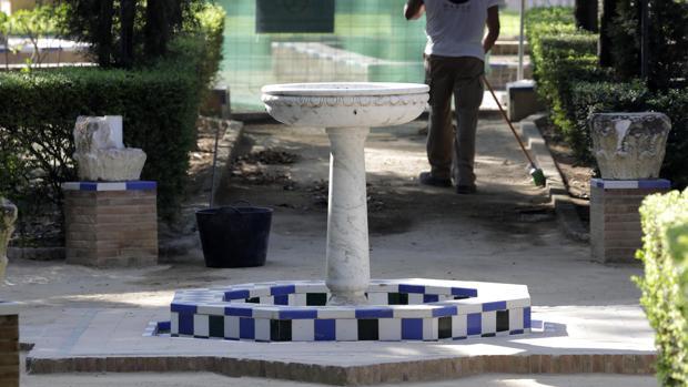 Restauración en torno a una de las fuentes de los Jardines de Murillo