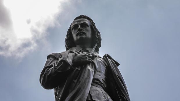 La estatua de Murillo, tras la restauración