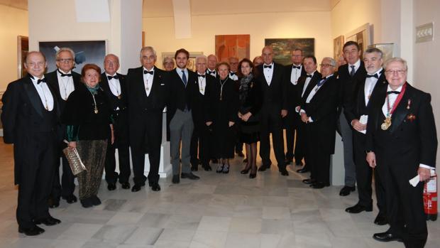 Foto de familia de la recepción como académico de Antonio Cruz en la Real Academia de Bellas Artes Santa Isabel de Hungría