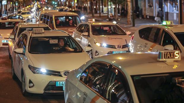 Protesta de los taxistas el pasado miércoles en la ronda histórica