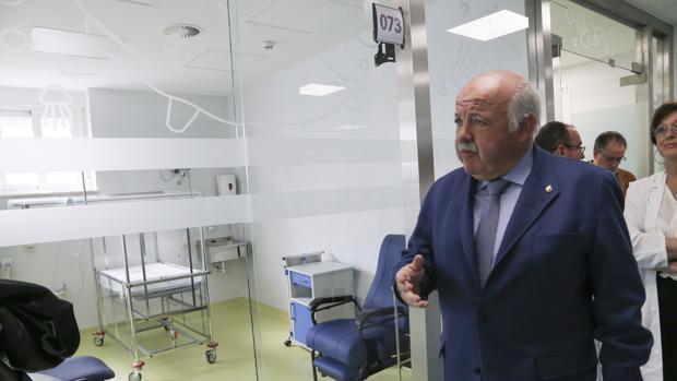 Jesús Aguirre, ayer, en la nueva Observación de las Urgencias del Infantil