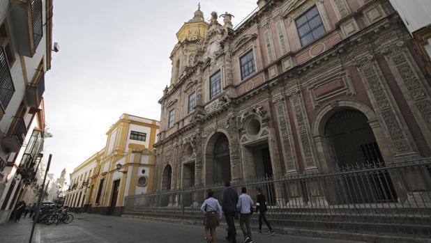 Fachada de San Luis de Los Franceses, uno de los principales referentes patrimoniales de la zona norte del Casco Histórico hispalense