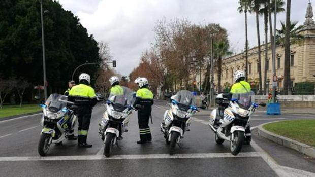 Agentes de la Policía Local en un dispositivo organizado junto al Rectorado