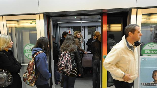 El metro de Sevilla transportó en 2018 a casi 17 millones de viajeros.
