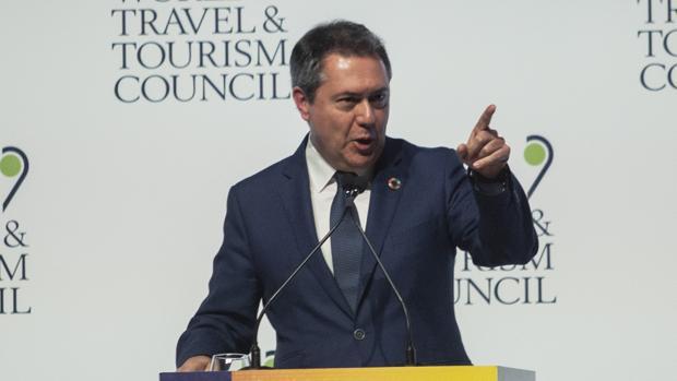 El alcalde de Sevilla, Juan Espadas, durante la comparecencia