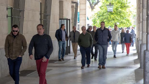 Un grupo de taxistas acuden a los juzgados para declarar por el boicot al mitin de Susana Díaz