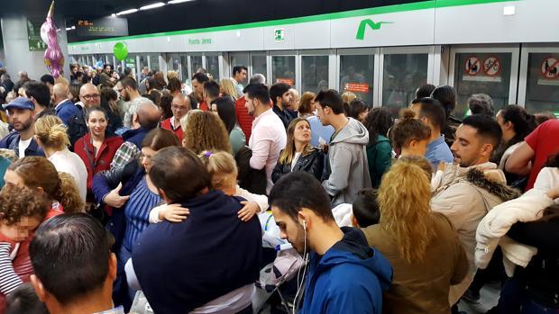 La afluencia al metro durante la Semana Santa es muy elevada