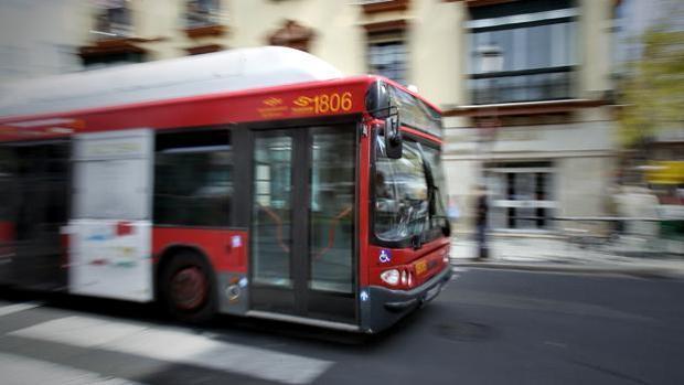 Los conductores de Tussam quieren ampliar el servicio los días de partido en el Sánchez Pizjuán