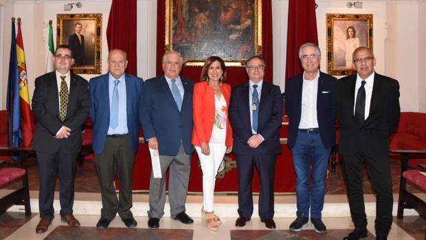 Foto de familia de la jornada sobre crecimiento infantil celebrada en la Academia de Medicina de Sevilla