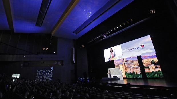 Auditorio de Fibes durante la cumbre de la WTTC de abril