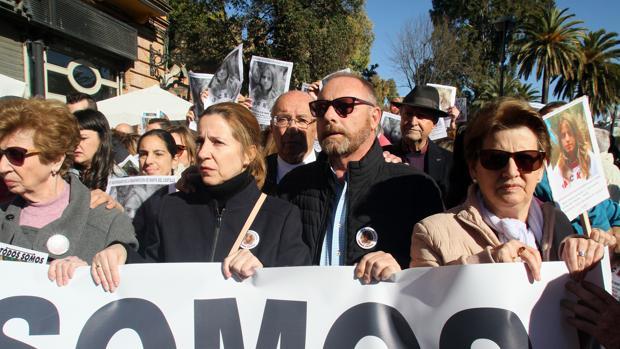 Los padres de Marta en una manifestación en recuerdo de su hija
