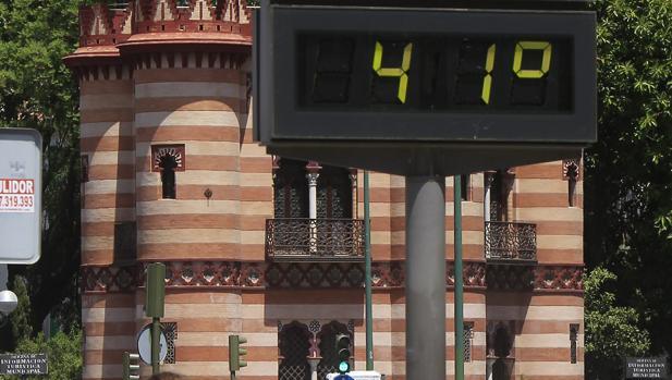 Un termómetro situado al lado del Costurero de la Reina marca 41 grados