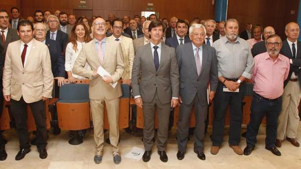 Miembros de la recién constituida plataforma civil de Sevilla