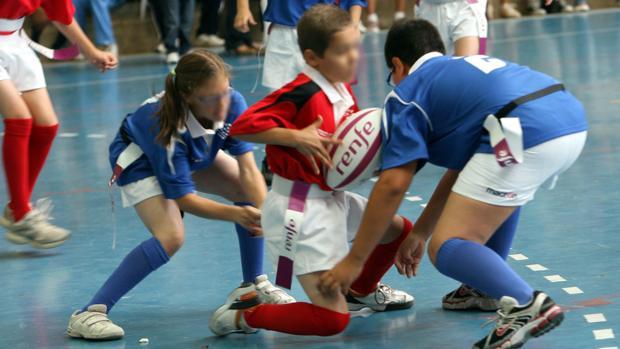 Los niños deben proteger su boca cuando hacen deporte