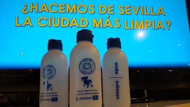 Modelo de botellas antiorín que Lipasam desarrolló exclusivamente para una feria de mascotas
