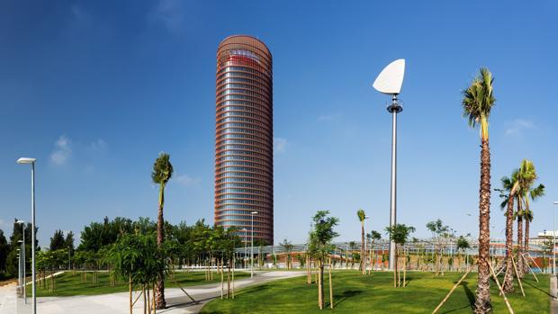 Torre Sevilla y el Parque Magallanes